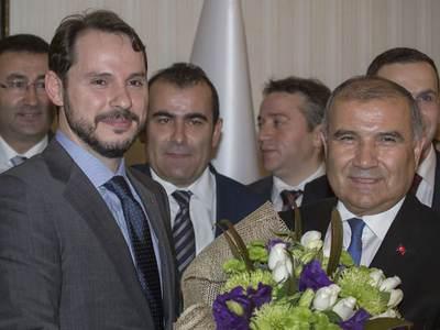 BERAT ALBAYRAK'A HABERCİLERİN İLK SORUSU BU OLDU