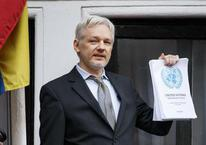Assange'ın yüzü güldü