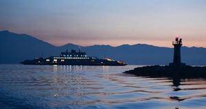 Türkiye'nin en büyük feribotu suya indi