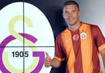 Podolski'den Galatasaray'ı karıştıran mesaj!
