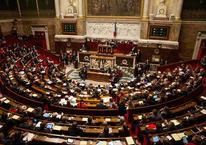 Fransa'yı ikiye bölen tartışmalı yasa kabul edildi