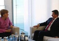 Başbakan Davutoğlu, Merkel ile telefonda görüştü