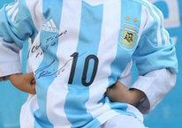 Messi forması giydi, başına gelmeyen kalmadı