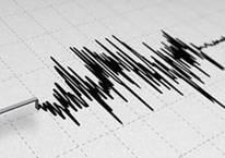 4.2 büyüklüğündeki deprem sokaklara döktü