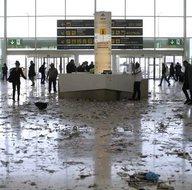 Barcelona'daki El Prat Havalimanı çöplüğe döndü