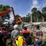 Endonezya'da 6,5 büyüklüğünde deprem