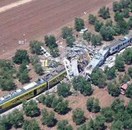 İtalya'da iki tren çarpıştı: 12 ölü