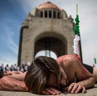 Meksika'da çarpıcı boğa güreşi protestosu