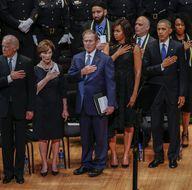 Obama, Dallas'ta öldürülen polisler için gözyaşı döktü