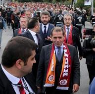 Dursun Özbek'den tarihi hareket