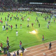 Eskişehirspor taraftarları tribünleri ateşe verdi