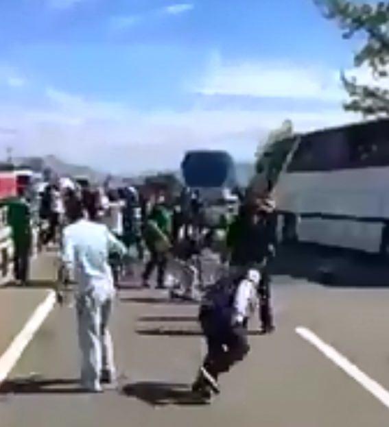 Sakaryaspor ile Eskişehirspor taraftarları kavga etti