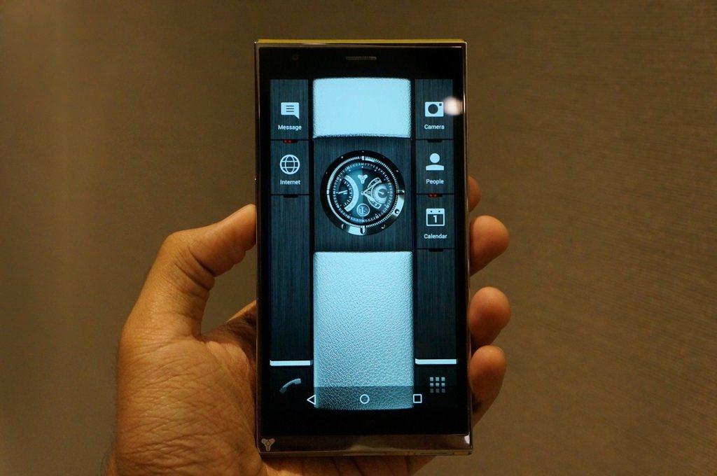 http://i.ahaber.com.tr/galeri/teknoloji/celikten-bile-saglam-telefon-turing-phone/25_d.jpg