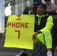 İphone 7 için tam 23 gün sokakta yaşadı