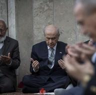 Bahçeli ve MHP'liler topluca dua etti