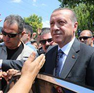Cumhurbaşkanı Erdoğan yine sigara paketi yakaladı!