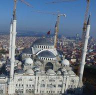 Dünyanın en büyük alemi Çamlıca Cami'sine