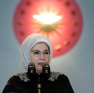 Emine Erdoğan, Türkiye'nin tanınmış işkadınlarını, kadın sanatçıları ve sporcuları kabul etti