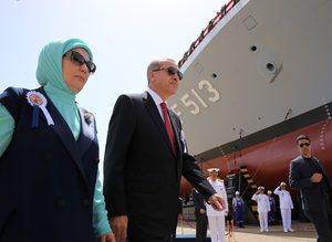 Erdoğan, İstanbul Tersane Komutanlığında böyle karşılandı!