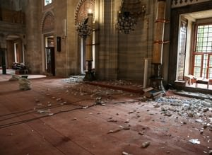İstanbuldaki patlama sonrası camilerde hasar oluştu