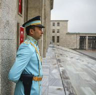 Meclis tören polislerine yeni üniforma
