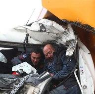 Belediye otobüsü ile kamyon çarpıştı: 11 yaralı