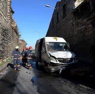 İstanbul'da tarihi surlar çöktü