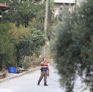 Marmaris'te aranan darbeci askerler silah zoruyla ekmek çaldı