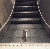 Yürüyen merdivenlere dikkat!