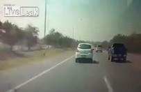 Sabırsız sürücü kazaya son sürat gitti!