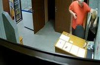 Saunada sinirlenen adam, görevli kadını darp etti