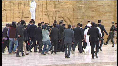 Anıtkabir'deki asker herkesin gözü önünde bayıldı
