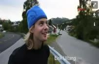 Çılgın bisikletçi atlayışıyla nefesleri kesti!