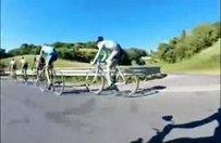 Pedal çevirmeden tüm rakiplerini geçen bisikletçi