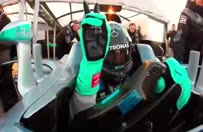 Şampiyon pilottan pistte selfie