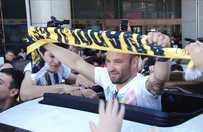 Fenerbahçe'nin yeni yıldızı Valbuena, coşkuyla karşılandı