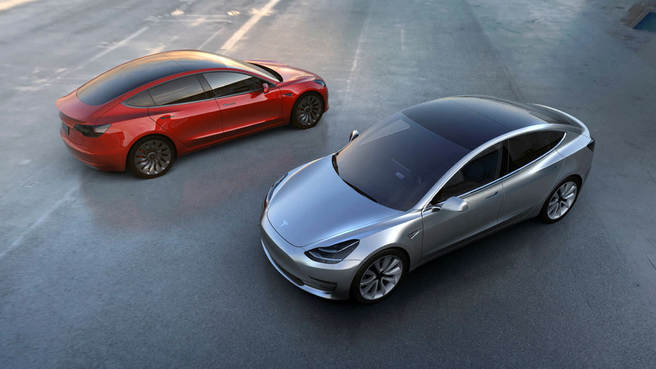 Tesla menzilini 550 kilometreye çıkarttı