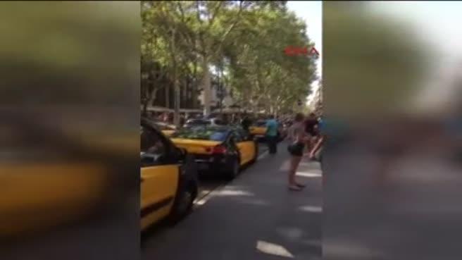 Barselona'da bir minibüs yayaları ezdi