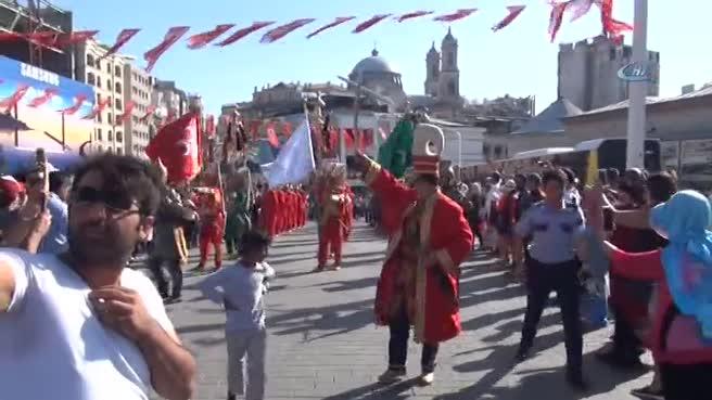 'Emniyet Mehter Takımı' Taksim Meydanı'nda konser verdi
